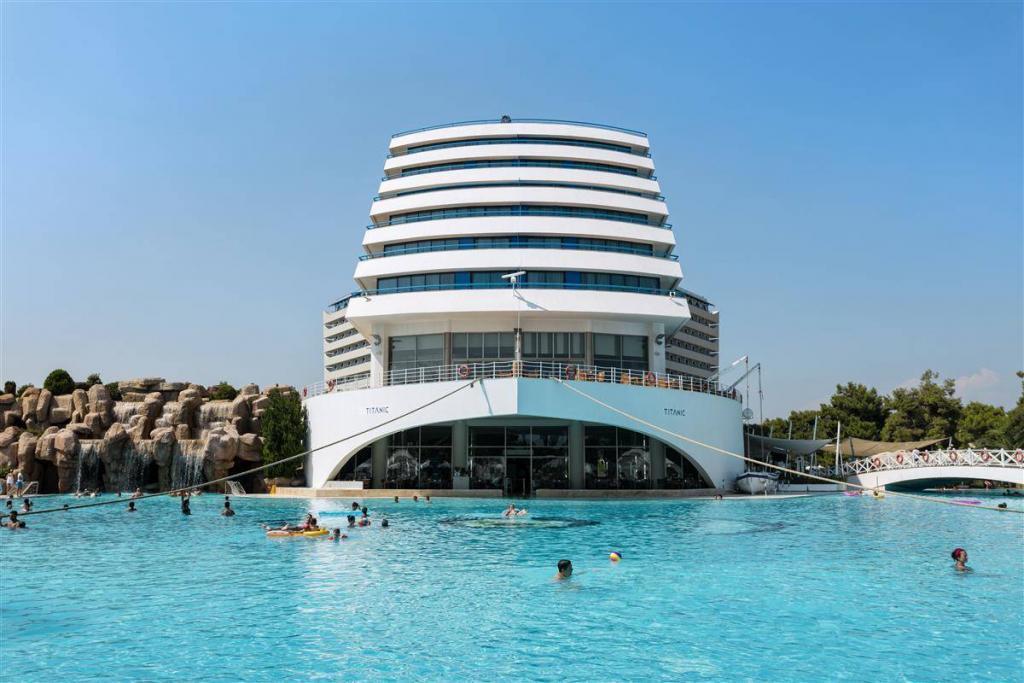 Antalya - Lara Titanic Beach Hotel