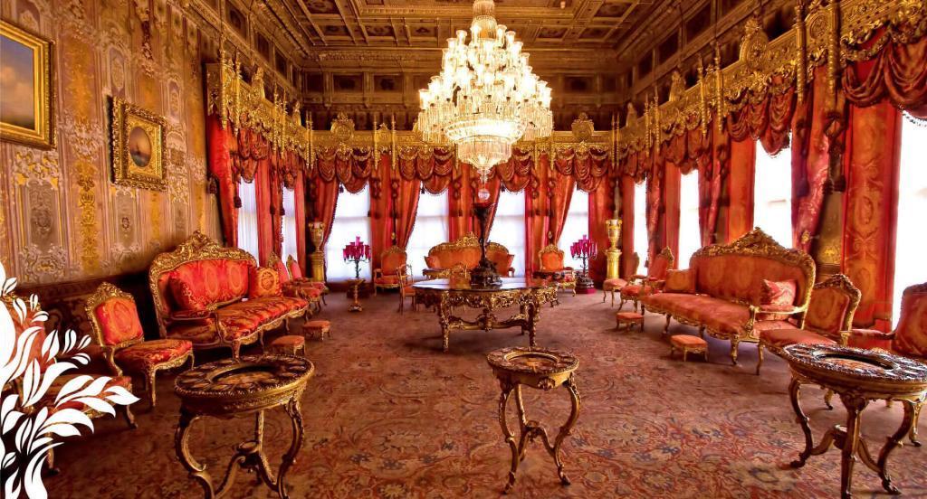 Dolmabahce Palace / Muayede Hall