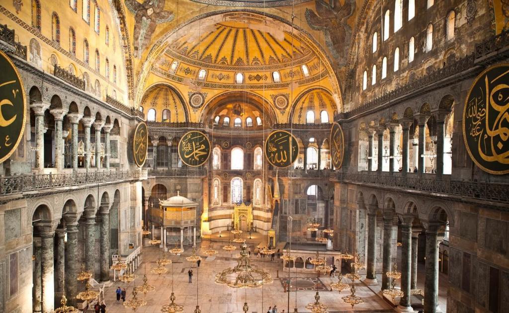 Hagia Sophia Museum - Sultanahmet / Istanbul