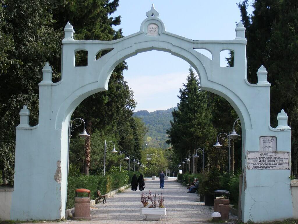Vecihi Gate / Sapanca