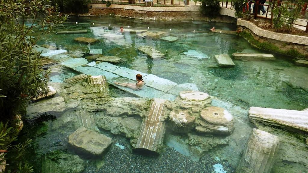 Cleopatra Antique Thermal-Pool / Pamukkale - Hierapolis Ancient City