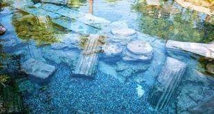 Cleopatra Antique Thermal-Pool / Pamukkale - Hierapolis Ancient City