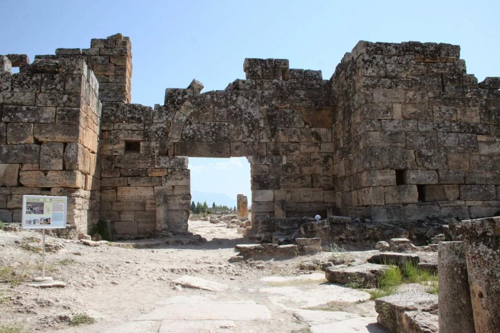 Southern Byzantine Gate / Hierapolis
