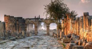 Frontinius Gate / Pamukkale